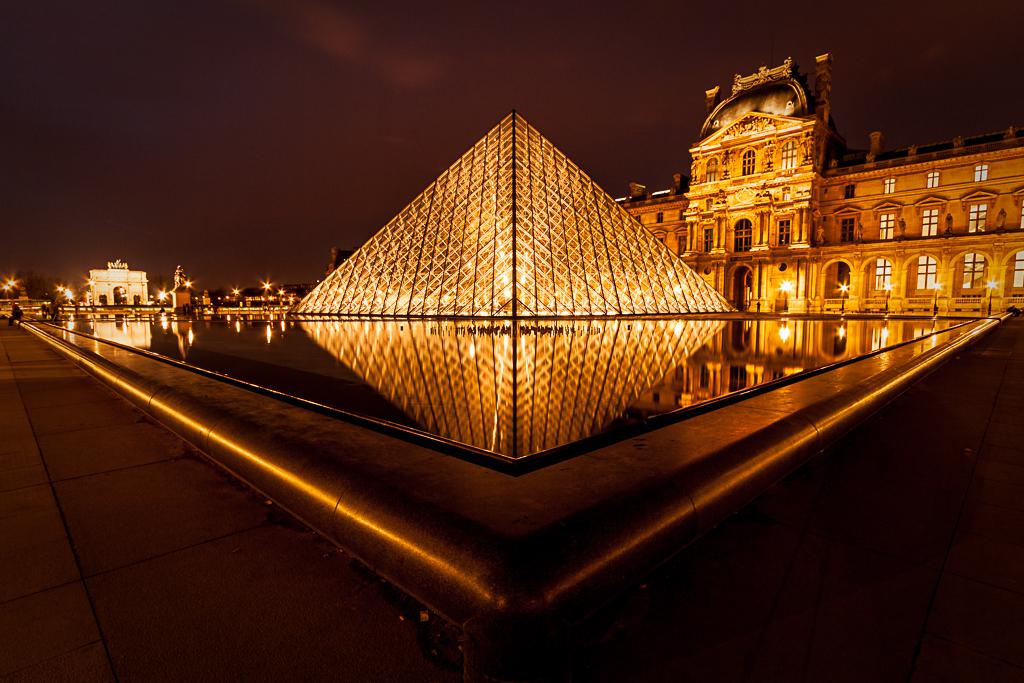 Pyramide du louvre - Inauguration pyramide du louvre ...